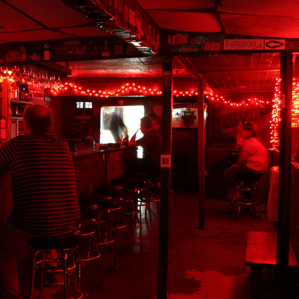 10 Things Great Dive Bars Have in Common